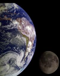 During its flight, NASA�s Galileo spacecraft returned images of the Earth and Moon. Separate images of the Earth and Moon were combined to generate this view.