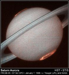 Hubble Provides Clear Images of Saturn's Aurora