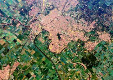 This is a spaceborne radar image of the city of Sacramento, the capital of California. Urban areas appear pink and the surrounding agricultural areas are green and blue.