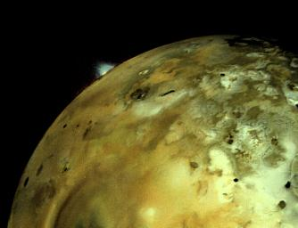 VOLCANIC EXPLOSION ON IO: NASA's Voyager 1 acquired this image of Io on March 4 at 5:30 p.m. (PST) about 11 hours before closest approach to the Jupiter moon.