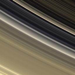 Très belle photo des anneaux de Saturne