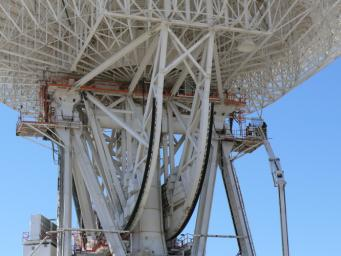 Work began on March 11, 2010 to replace a set of elevation bearings on the giant 'Mars antenna' at NASA's Deep Space Network complex in Goldstone, Calif.