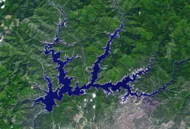 This image from NASA's Terra spacecraft shows Shasta Lake in northern California, which has an area of 12,000 ha, making it the state's largest reservoir.