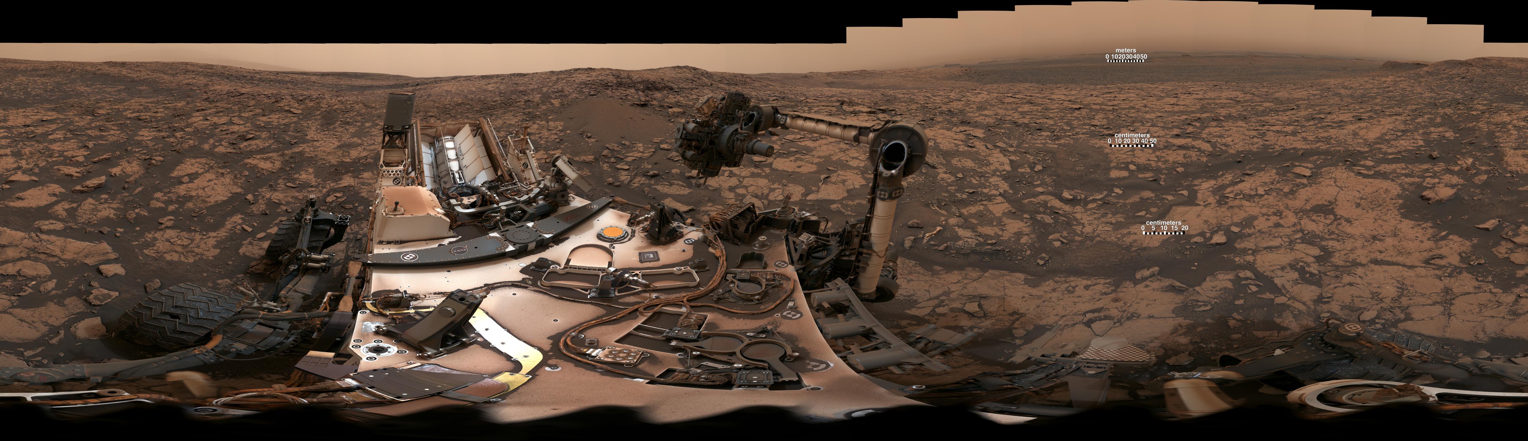 Curiosity panorama shows still-dusty Mars from Vera Rubin Ridge