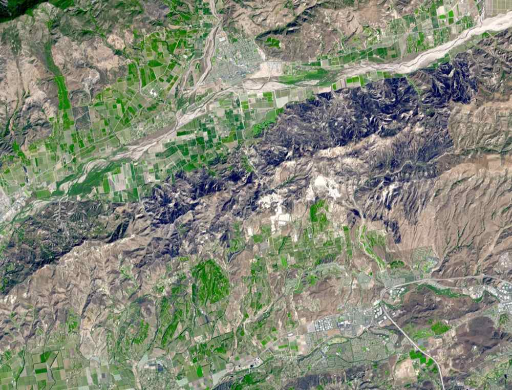The Guiberson Fire in Ventura County, west of Los Angeles, burned more than 16,000 acres (25 square miles) before firefighters were able to contain the blaze on Sept. 28, 2009. This image was acquired by NASA's Terra spacecraft.