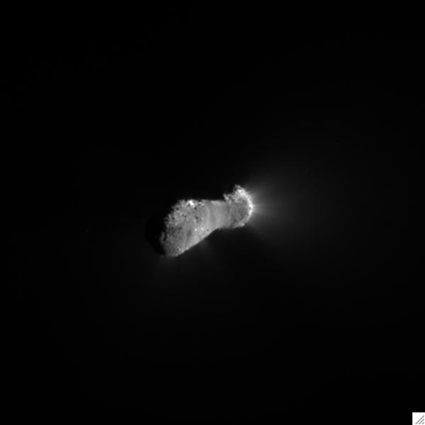 This close-up view of comet Hartley 2 was taken as NASA's EPOXI mission approached the comet at 6:58 a.m. PDT (9:58 a.m. EDT).