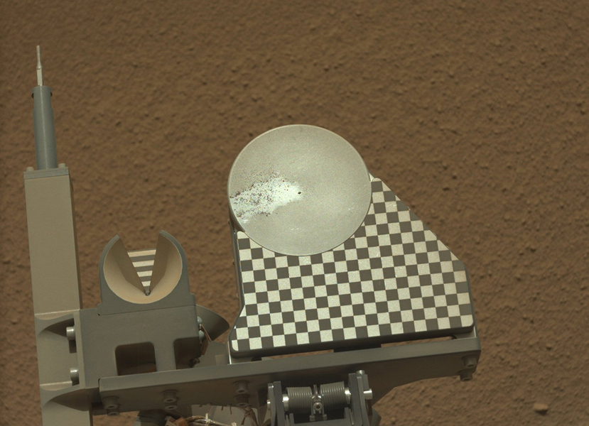 The robotic arm on NASA's Mars rover Curiosity delivered a sample of Martian soil to the rover's observation tray for the first time during the mission's 70th Martian day, or sol (Oct. 16, 2012).