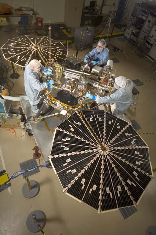 Space Images | Phoenix Mars Lander with Solar Arrays Open