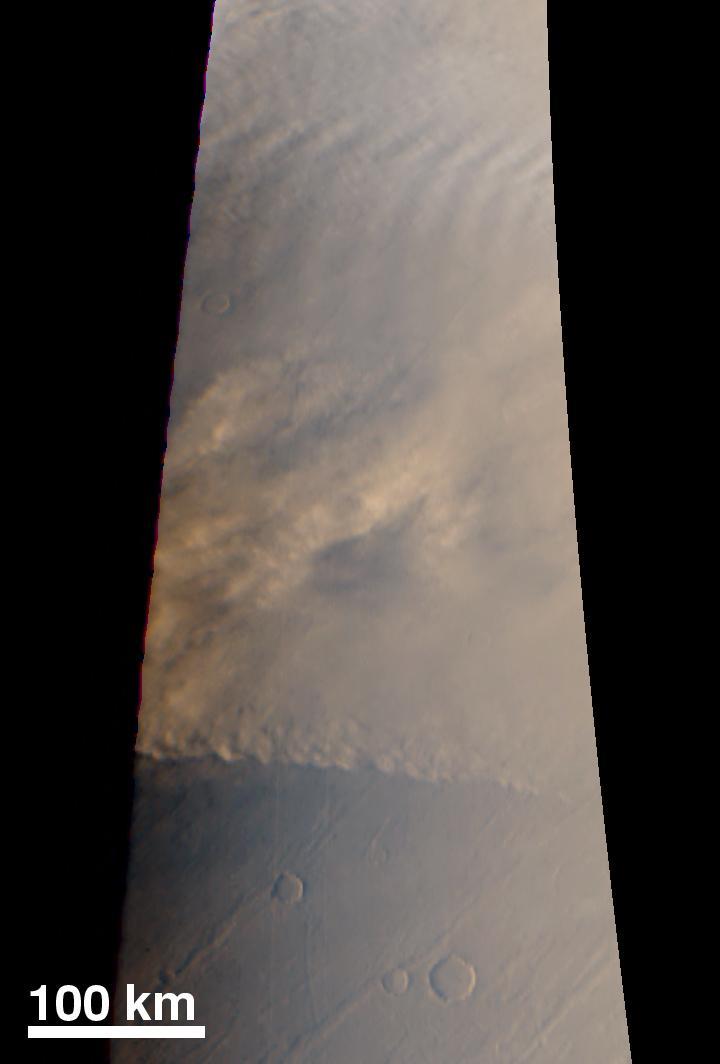 Надвигающаяся пылевая буря на Марсе