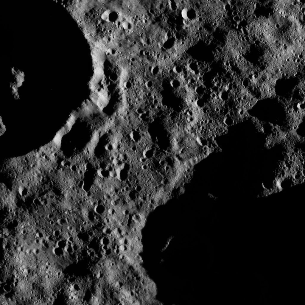 Wothin Zadeni Crater