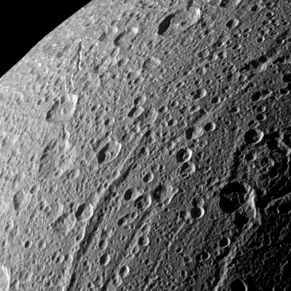 Janicum Dorsa bjergryggen på Dione