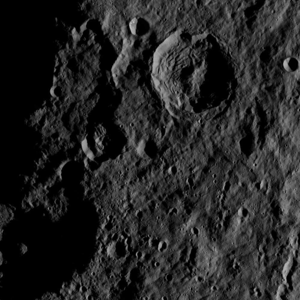 Mission Dawn/Ceres - Page 3 PIA19900_modest