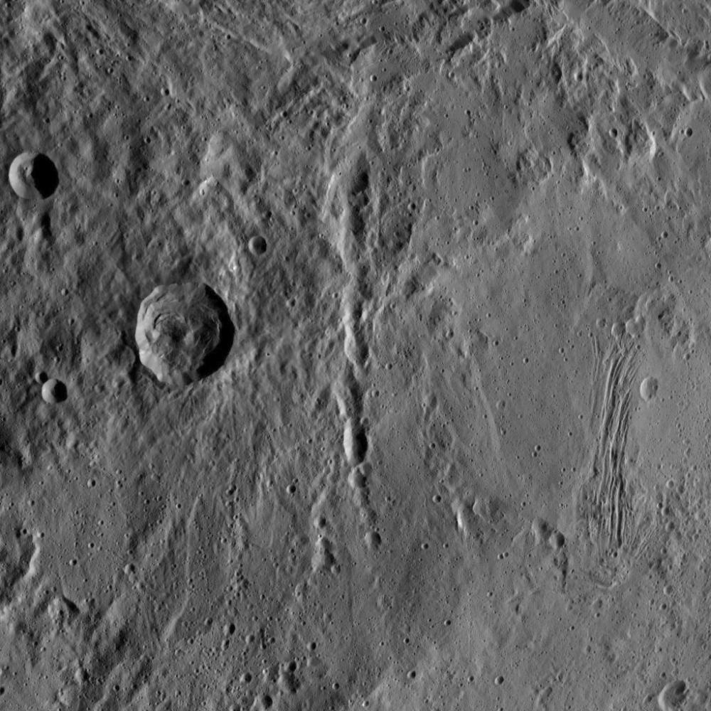 Dawn - Mission autour de Cérès - Page 17 PIA19972_modest